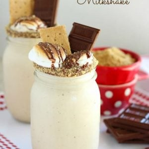 S'mores Milkshake - A toasted marshmallow milkshake, topped with chocolate, and graham crackers. Ready in 10 minutes! #ad