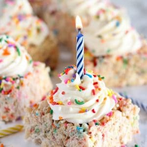 Rice krispies topped with sprinkles and frosting.