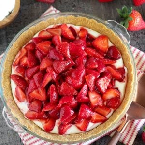 Strawberry pie in a glass pie plate.