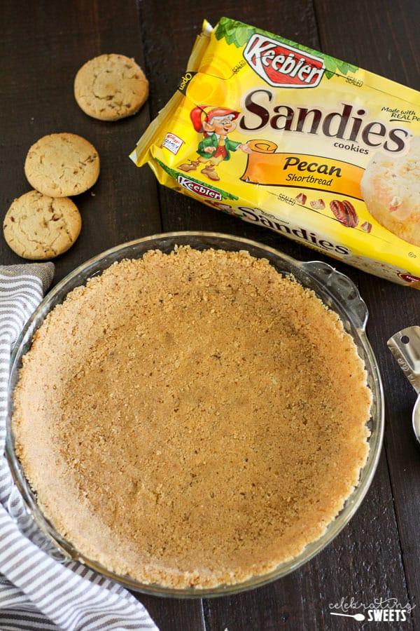 Cookie crust in a pie pan.