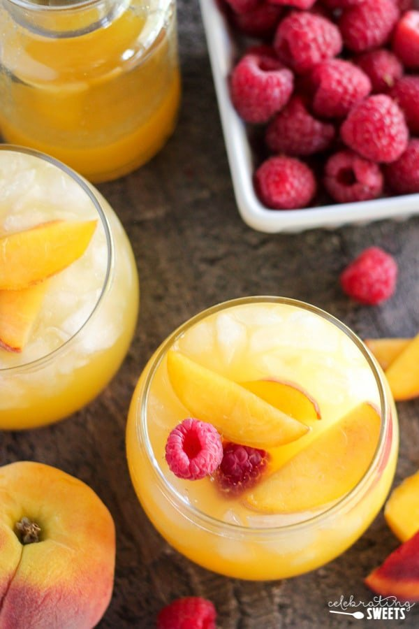Peach Margaritas - A refreshing margarita flavored with homemade peach syrup, fresh orange juice and peaches.