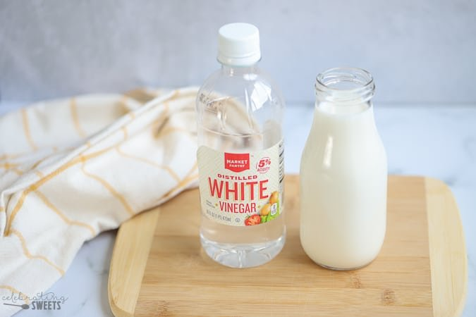 White vinegar and a glass jug of milk (how to make vinegar)